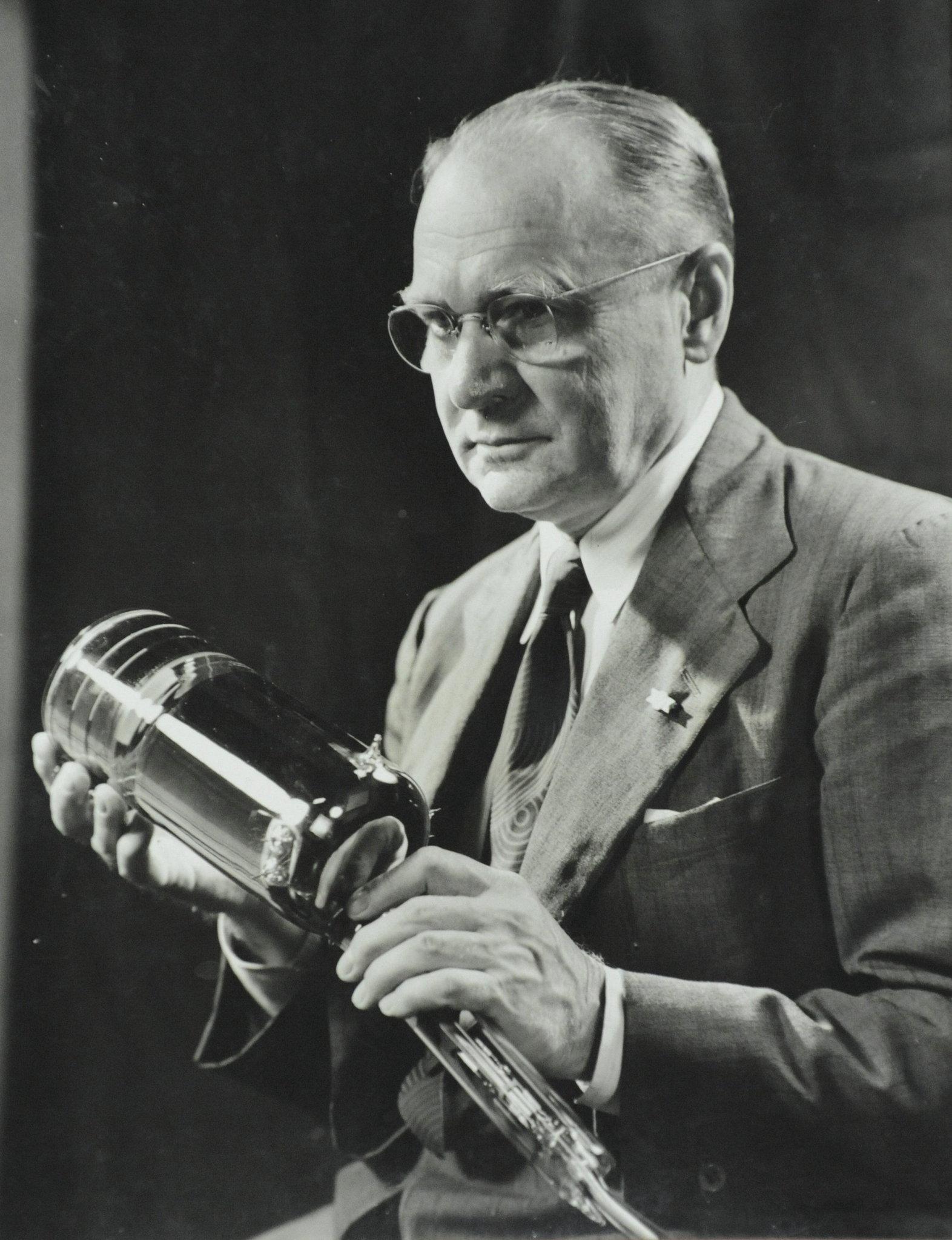 Ученый-изобретатель Владимир Зворыкин с иконоскопом