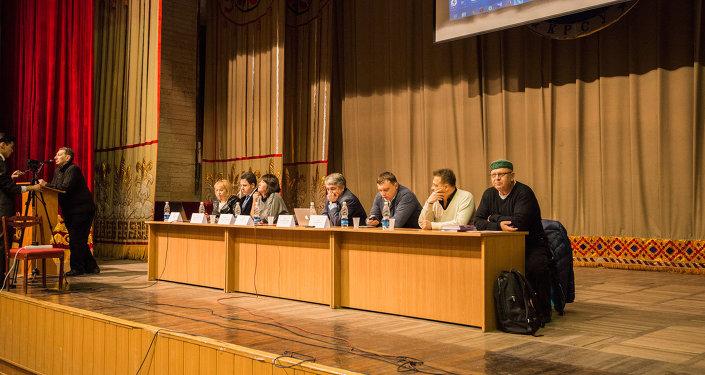 Новые медиа: вызовы и риски конференция в Кыргызско-Российском Славянском Университете, Бишкек