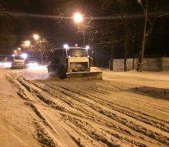 Специальная техника расчищают главные дороги города Бишкека