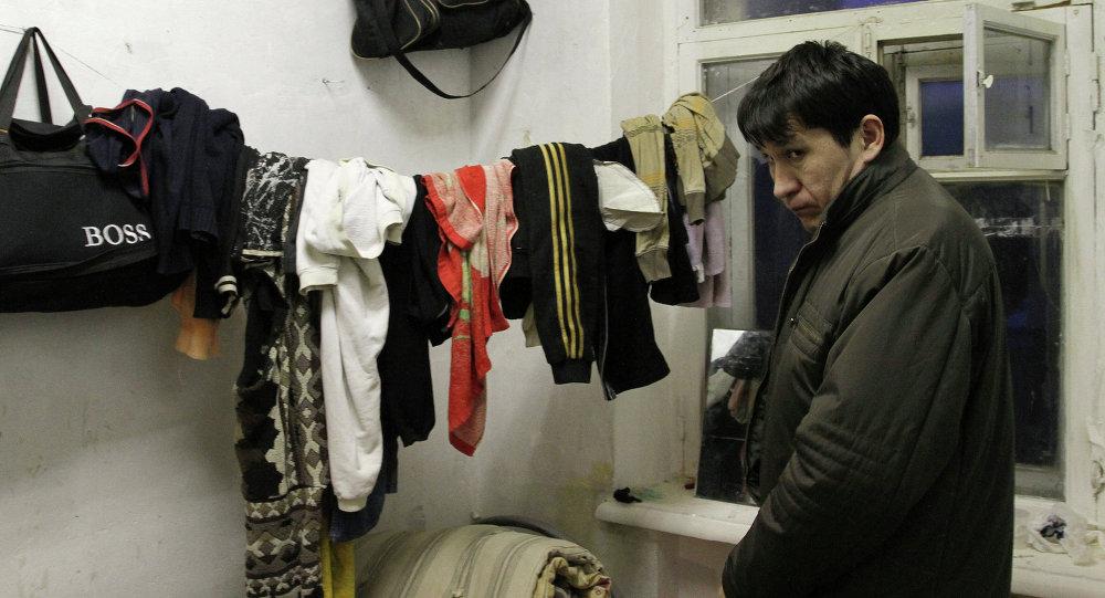 Проверка расселенного дома сотрудниками ФМС