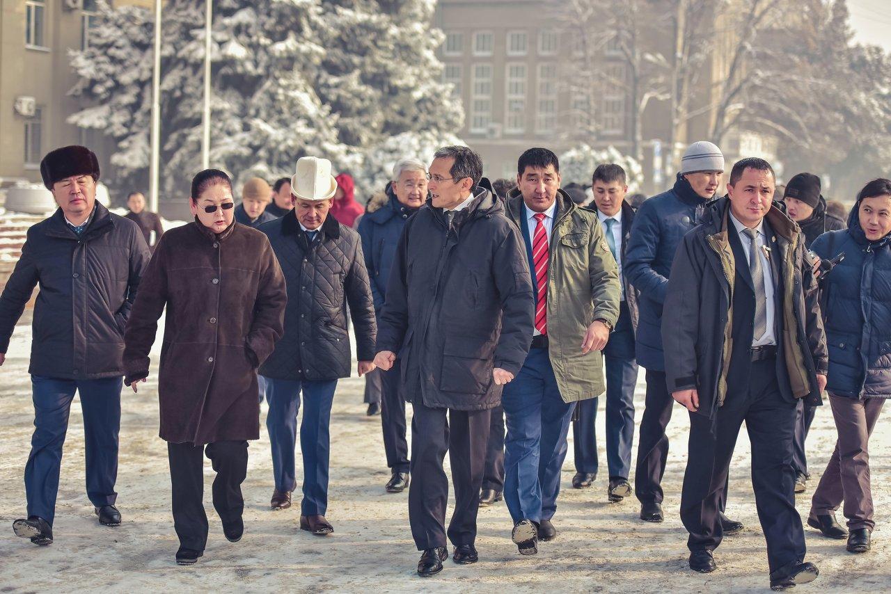 В отправке груза принял участие премьер-министр Джоомарт Оторбаев.