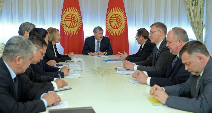 Президент Алмазбек Атамбаев принял представителей Евразийской экономической комиссии