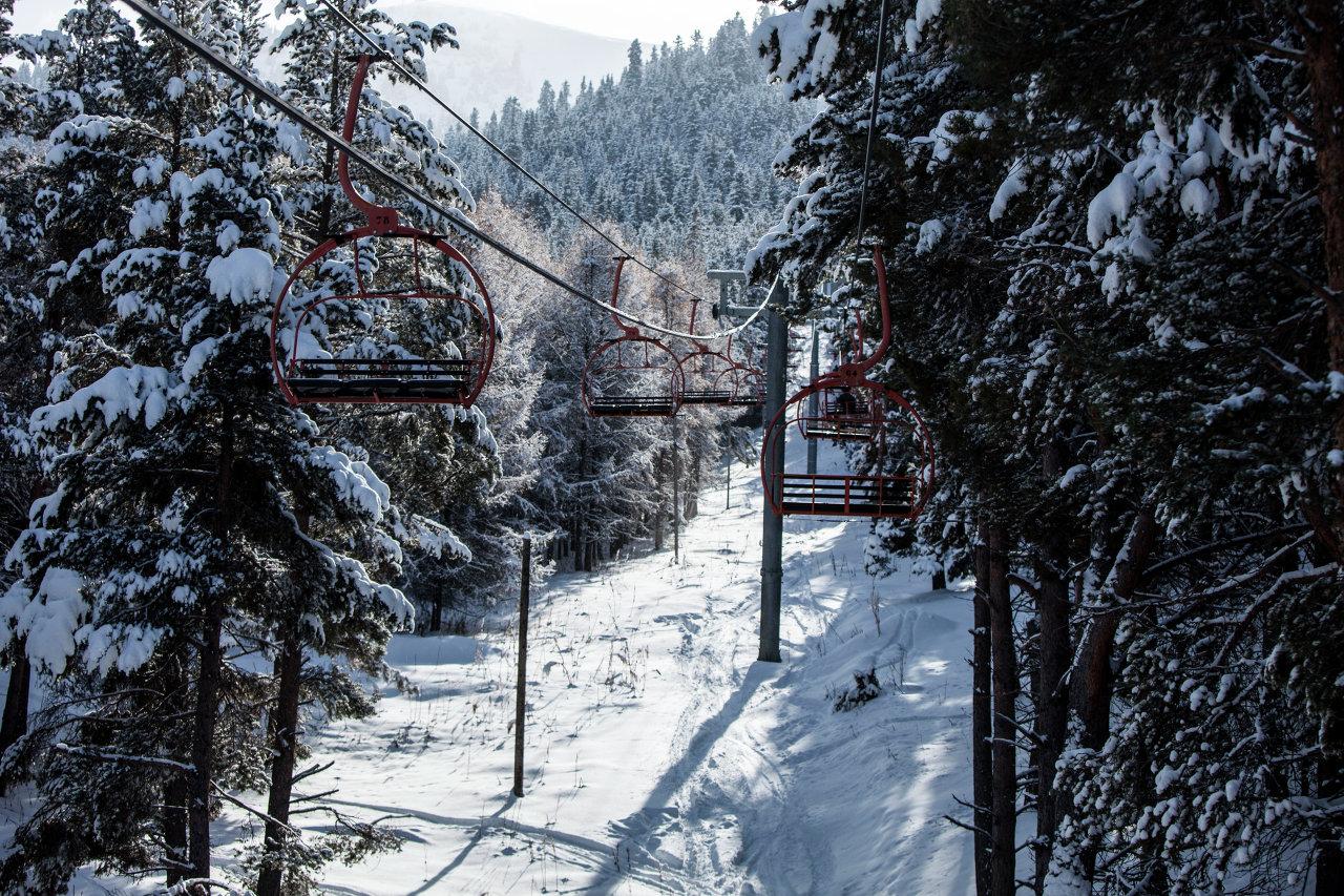 Современная горнолыжная база Каракол расположена в семи километрах от города Каракола