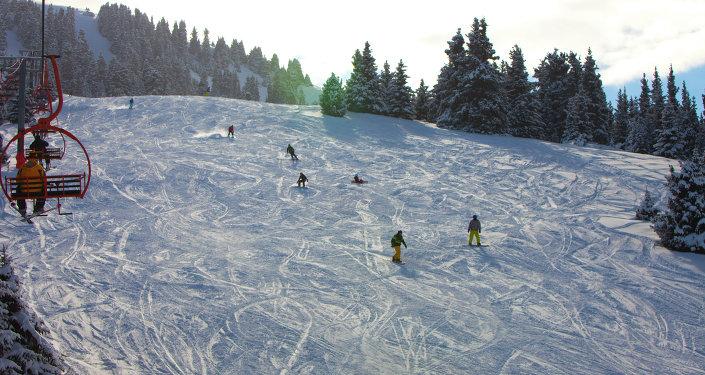 Каракол тоо лыжа базасынын архивдик сүрөт