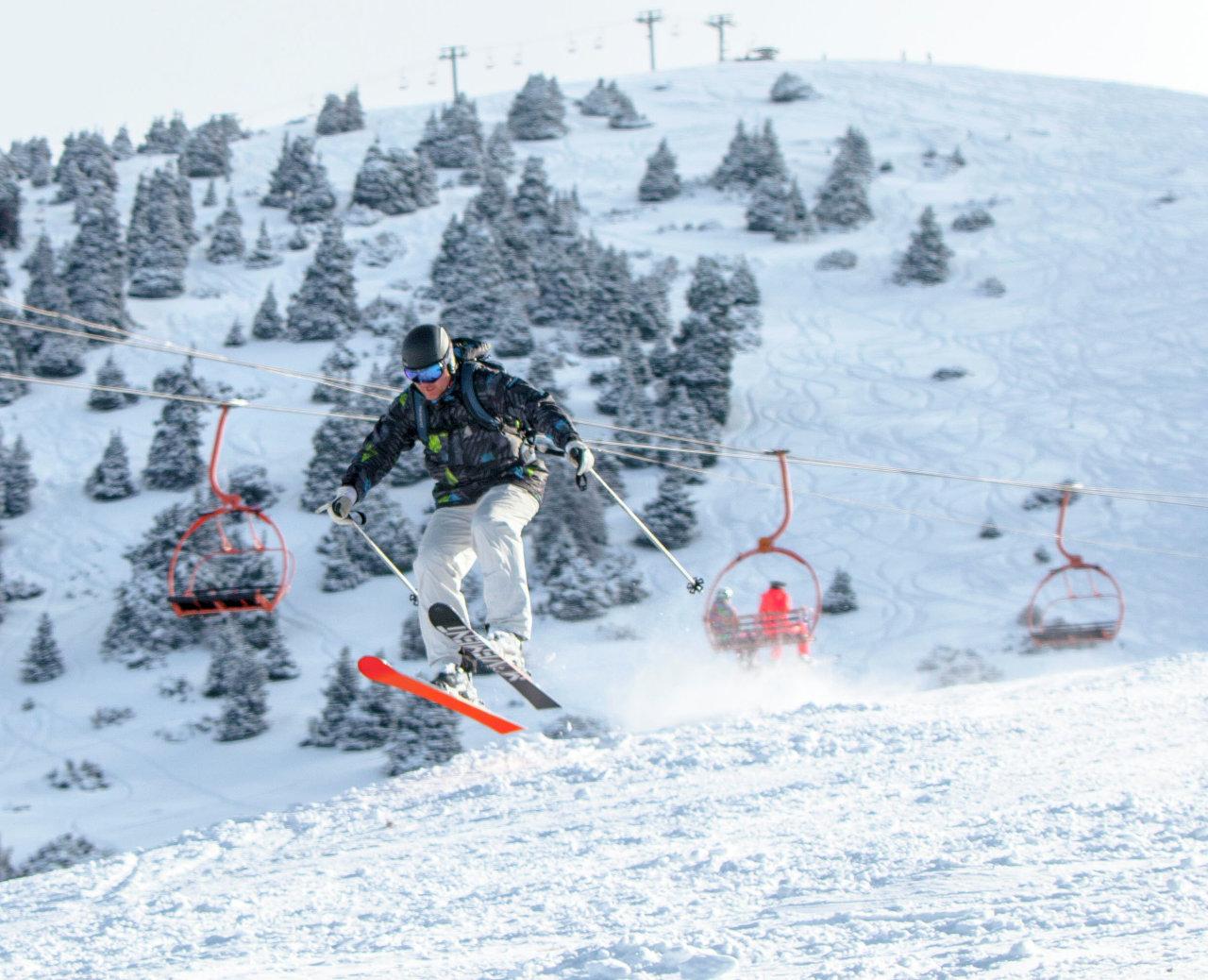 Лыжный сезон на базе Каракол начинается в ноябре и продолжается до апреля.