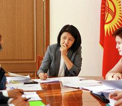 Эльвира Сариева провела совещание по механизму перевода организаций здравоохранения с местного бюджета на республиканский бюджет