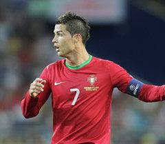 Футбол. ЕВРО - 2012. Матч сборных Португалии и Нидерландов