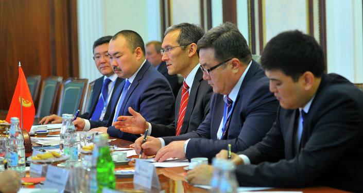 Джоомарт Оторбаев встретился с Председателем Правительства Российской Федерации Дмитрием Медведевым