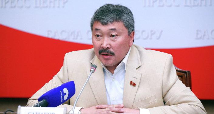 Депутат ЖК КР Карганбек Самаков в пресс-зале ЖК