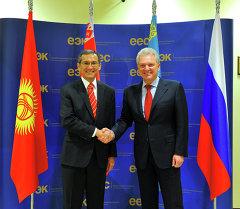 Джоомарт Оторбаев и Виктор Христенко обсудили вопросы интеграции страны в Таможенный союз