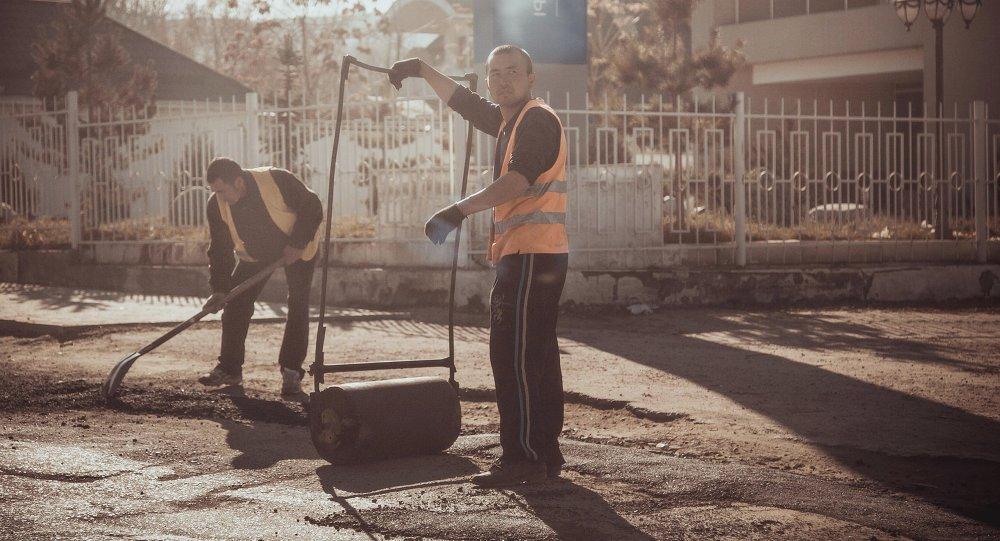 Ремонт дороги в городе Бишкек