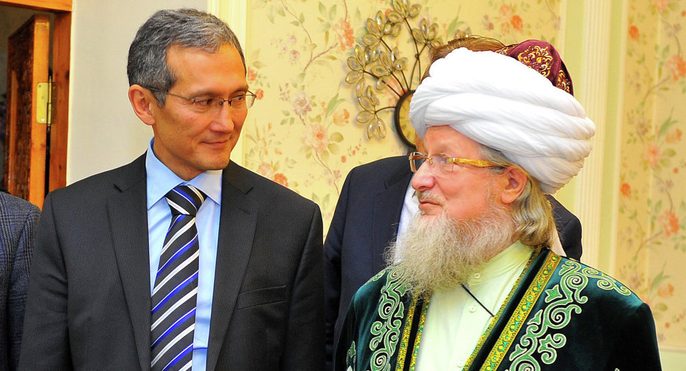 Премьер-министр Джоомарт Оторбаев и Верховный муфтий России Талгат Таджуддин обсудили вопросы религиозной политики и воспитания