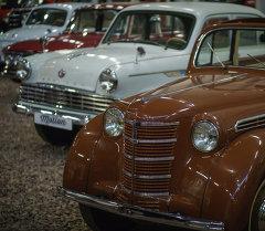 Выставка ретро-автомобилей. Архивное фото