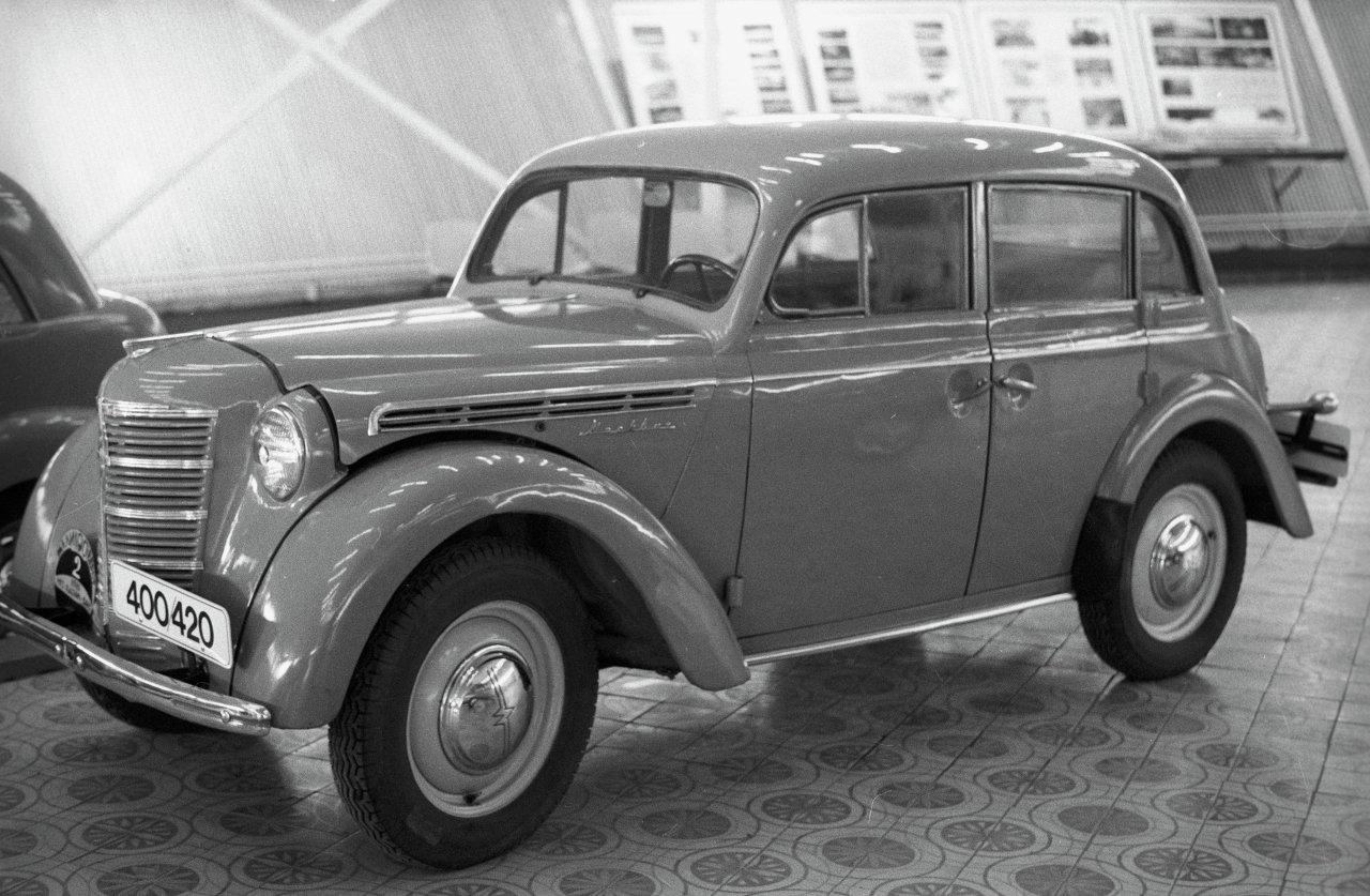 Автомобиль Москвич-400