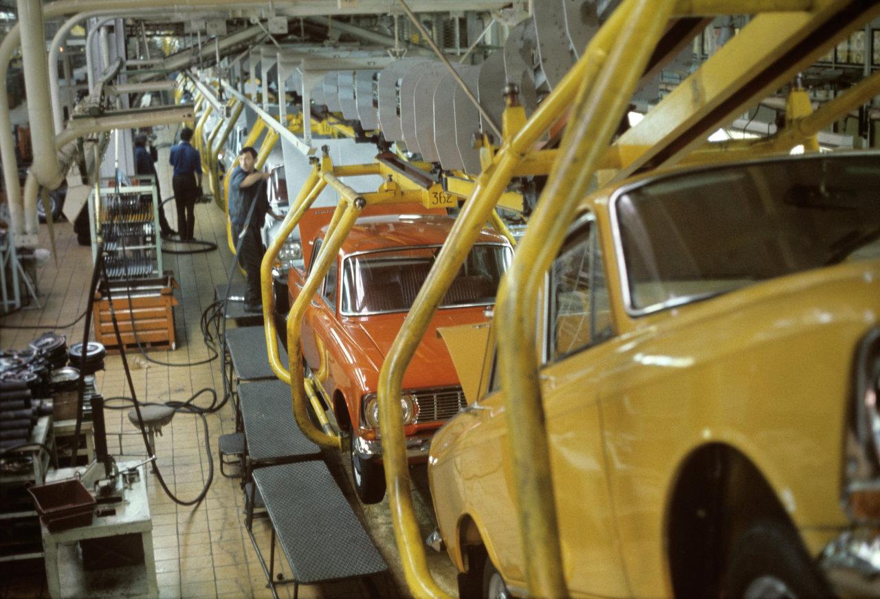 Автомобильный завод им. Ленинского комсомола. Цех сборки №1, главный конвейер