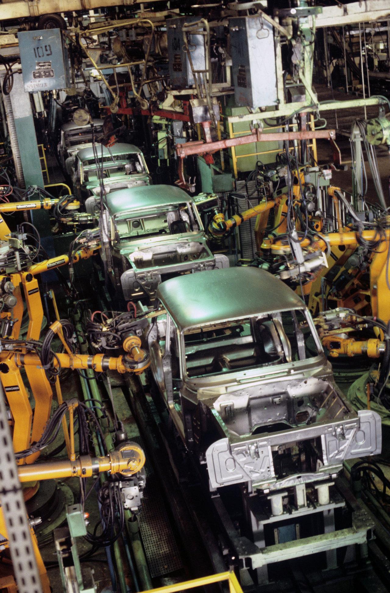 Роботизированная линия по сварке кузовов автомобиля Москвич - 2141