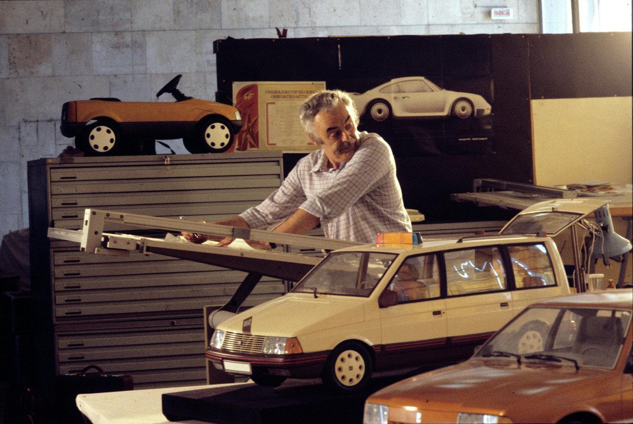 Один из создателей новой модели автомобиля Москвич-2141 Марат Елбаев