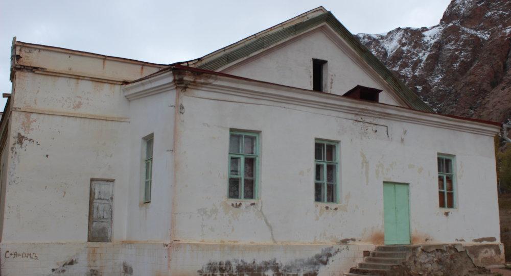Каджисайски сельский клуб после землетрясение