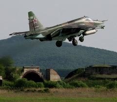 Учебно-тренировочные полеты штурмовой армейской авиации на авиабазе Черниговка в Приморском крае