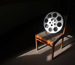Бабина со старой кинопленкой. Архивное фото
