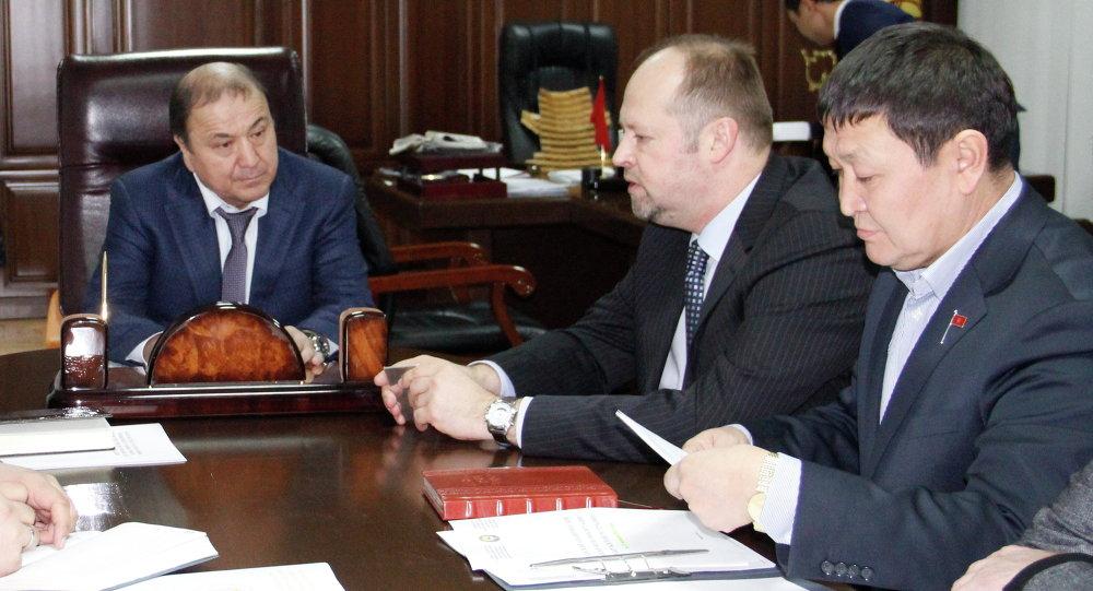 Министр внутренних дел генерал-майор милиции Мелис Турганбаев 8 декабря провел рабочую встречу с главой Программного офиса Управления Организации Объединенных Наций Александром Федуловым, сообщает пресс-служба ведомства.
