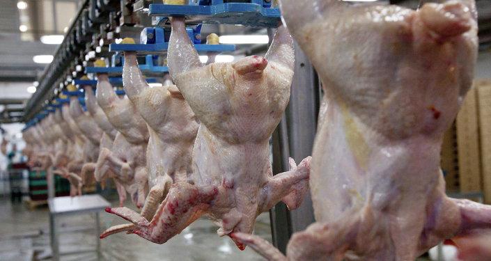 Цех убоя и разделки мяса птицы. Архивное фото
