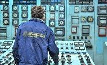 Сотрудник ОАО Северэлектро. Архивное фото