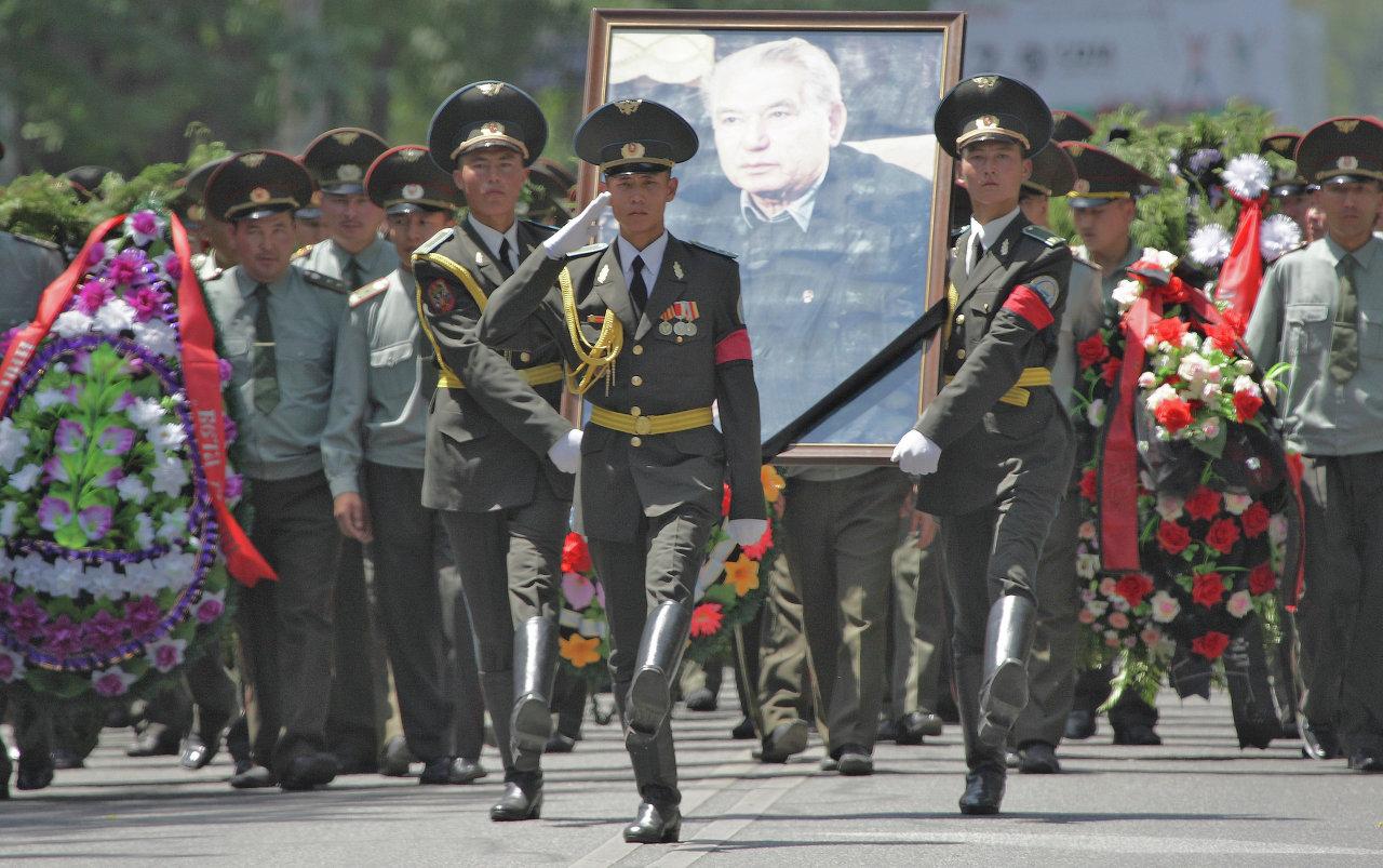 Похороны Чингиза Айтматова