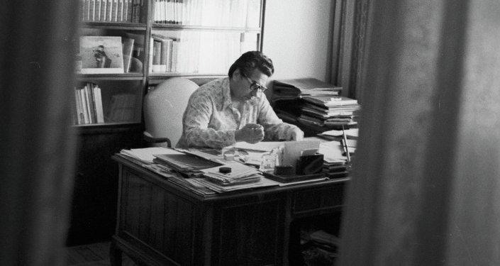 Залкар акын Чыңгыз Айтматов. Архив