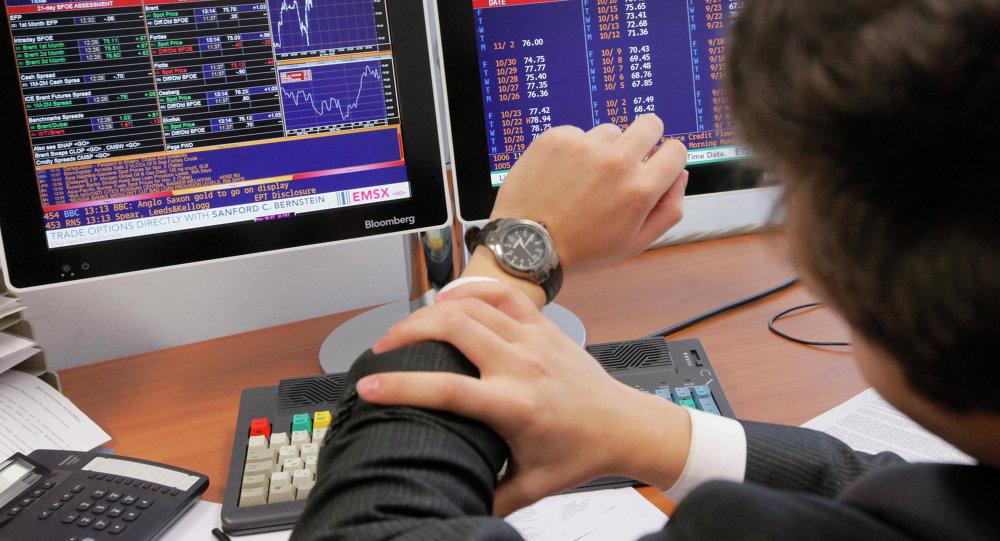 Сотрудник биржи. Архивное фото
