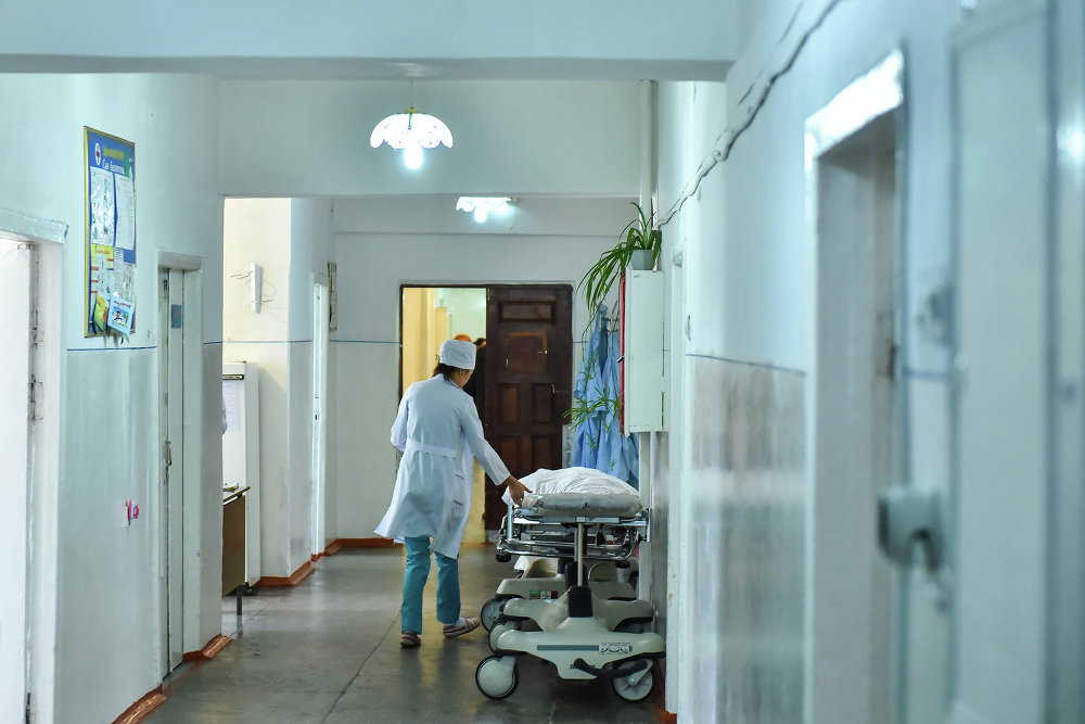 Больных в палатах осматривают опытные врачи