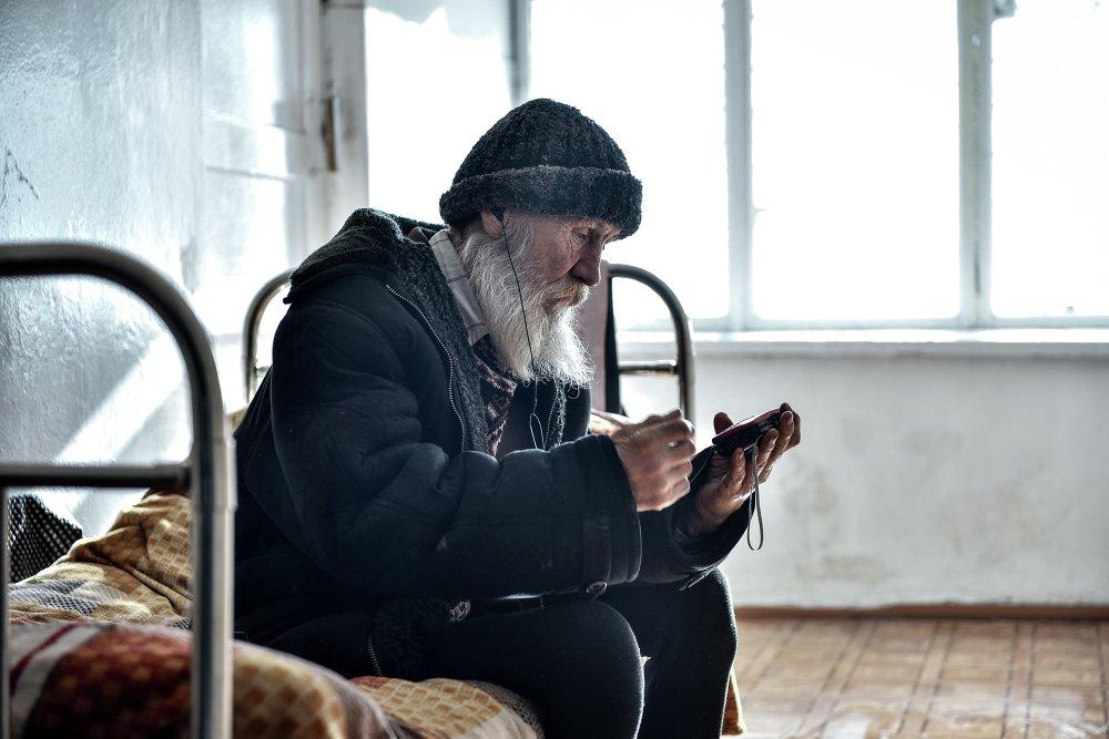 Лицами без определенного места жительства чаще всего становятся старики.