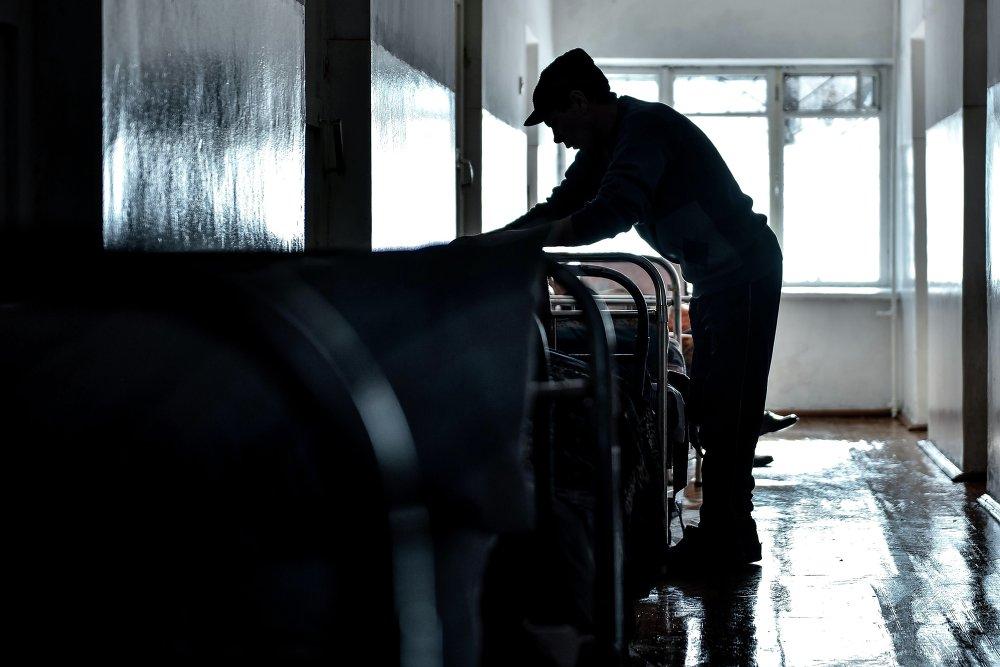 Из-за холодов число постояльцев в благотворительном доме постоянно растет.
