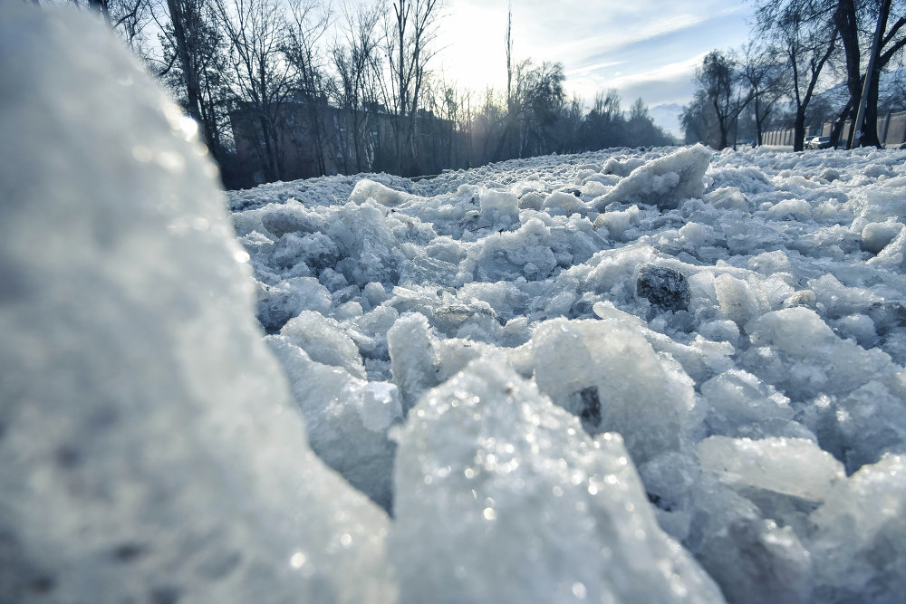 На реке Ала-Арча образовалась шуга объемом 12 тысяч кубометров льда.