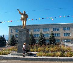 Памятник Ленина у администрации города Балыкчы