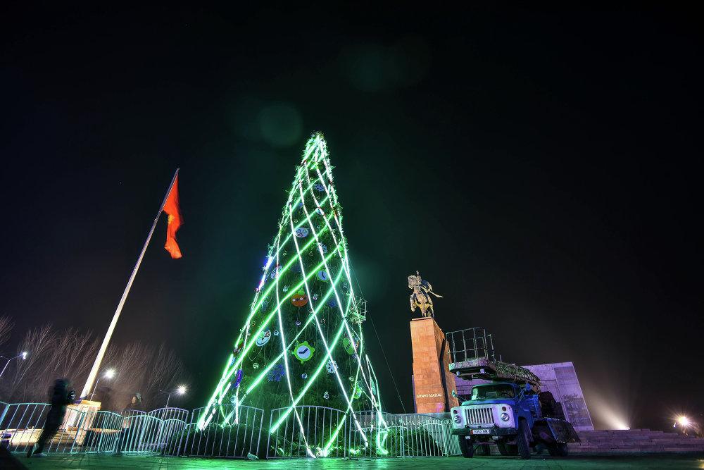 Площадь Ала-Тоо готова к празднику.