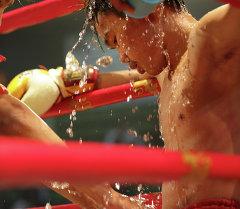 Кикбоксер на ринге