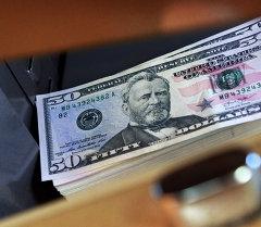 Доллар купюралары. Архив