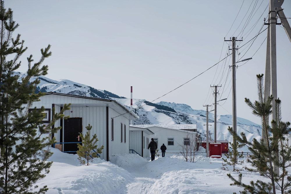 Для сотрудников недалеко от будущего каскада ГЭС построен рабочий поселок на 450 мест.