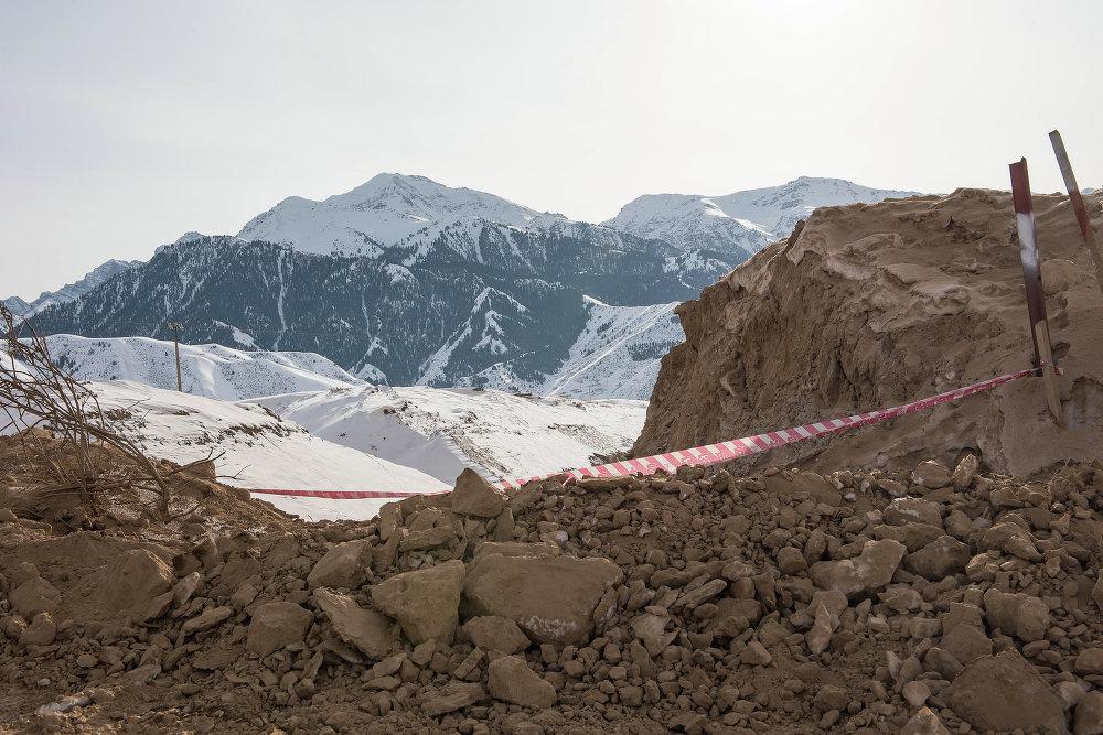 Территория стройки каскада ГЭС ограждена.