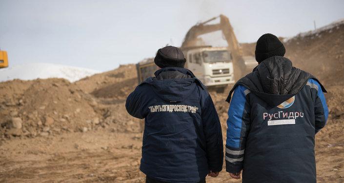 Рабочик КыргызГидроСпецСтрой и РусГидро. Архивное фото