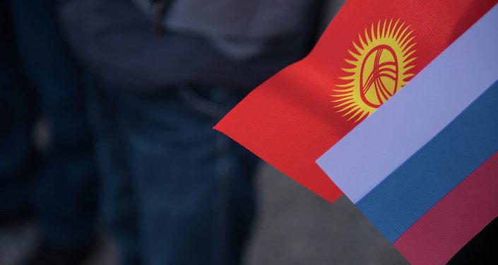 Кыргызстан менен Россиянын желеги. Архив