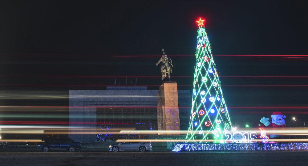 Главная елка Бишкека обошлась мэрии почти в полмиллиона сомов