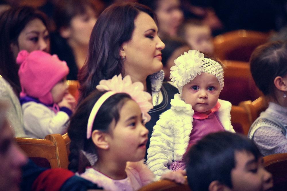 Сегодня более 1,5 тысячи детей посетило елку мэрии столицы.