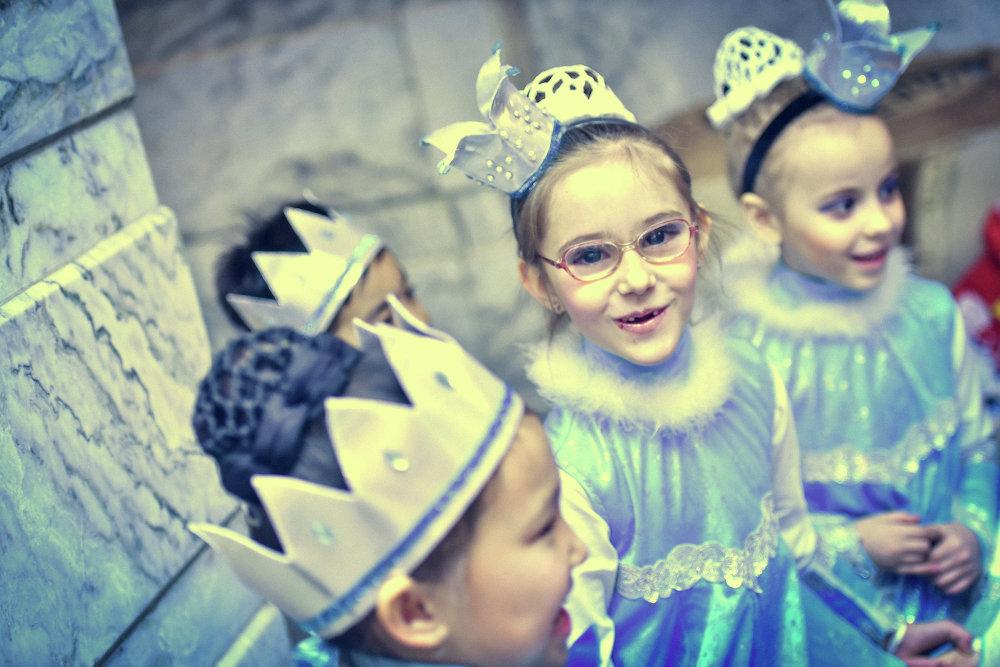 Участие в представлении доставляет детям огромное удовольствие.