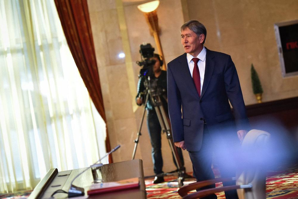 Президент Кыргызстана Алмазбек Атамбаев перед пресс-конференцией.