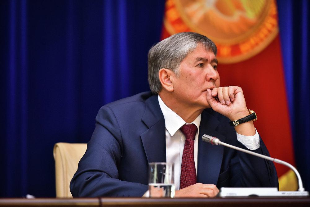 Алмазбек Атамбаев был внимателен ко всем заданным вопросам.