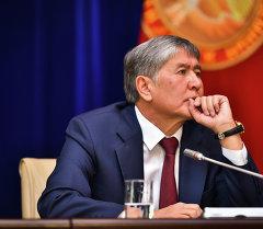 Итоговая пресс-конференция Алмазбек Атамбаева для журналистов в госрезиденции Ала-Арча