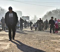 Жители Бишкека. Архивное фото