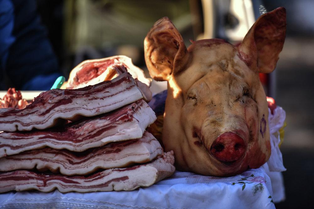 Свинина и копчености.